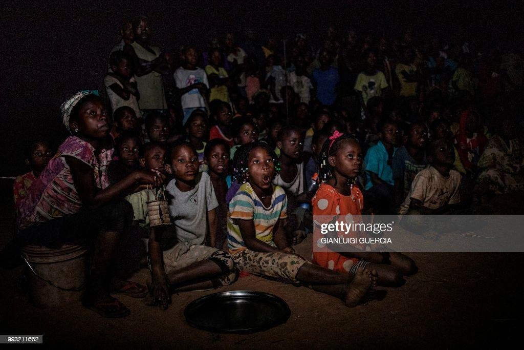 FBL-WC-2018-MOZAMBIQUE-FEATURE : News Photo