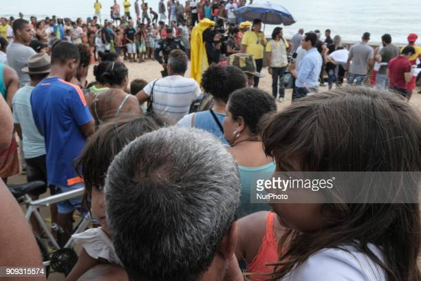 Residents of the place obover the body of the pilot Daniel Galvão who was rescued without life in Recife Northeast Brazil on January 23 2018 A...