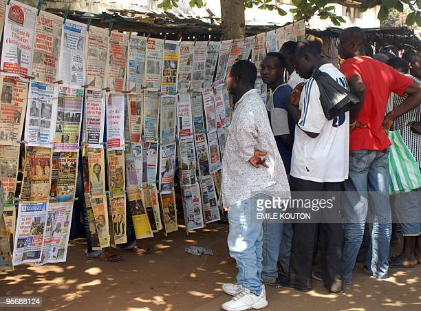 Residents read local newspapers commenting the attack against the Togolese national football team in front of a newspapers stand in a street of Lome...