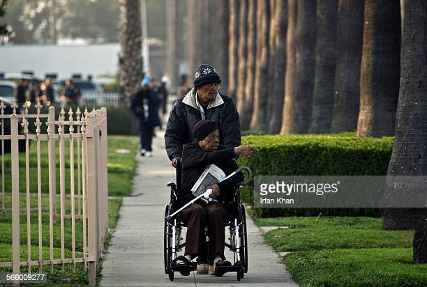 Residents return to their homes after some evacuations that were ordered while a bomb squad inspected a stolen car for explosives LAPD bomb squad...