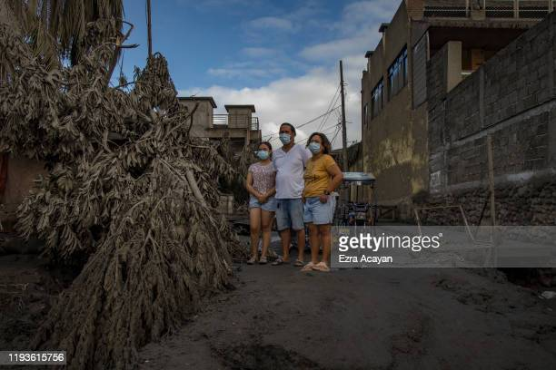 Residents return to their homes covered in volcanic ash from Taal Volcano's eruption on January 14 2020 in Talisay Batangas province Philippines The...