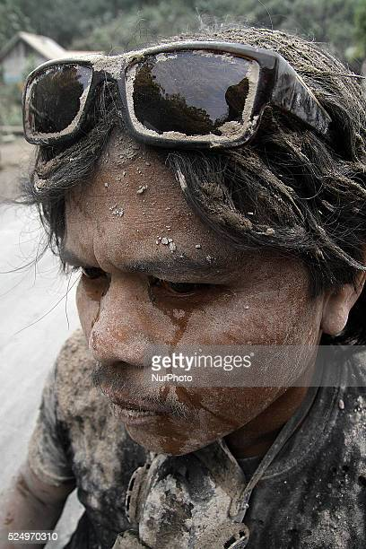 Residents Sinabung volcano covered in thick mud of volcanic ash following the recent eruption of Mount Sinabung in Teacher Kinayan village Karo...
