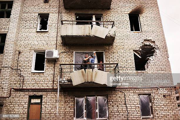 Residents stand on the balcony of their building which was damaged during heavy fighting in August on September 10 2014 in Alovaisk Ukraine Alovaisk...