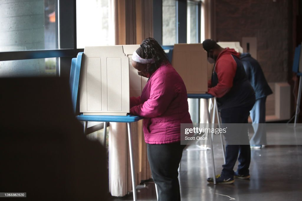 Wisconsin Voters Go To The Polls On The Last Day Of Early Voting : News Photo
