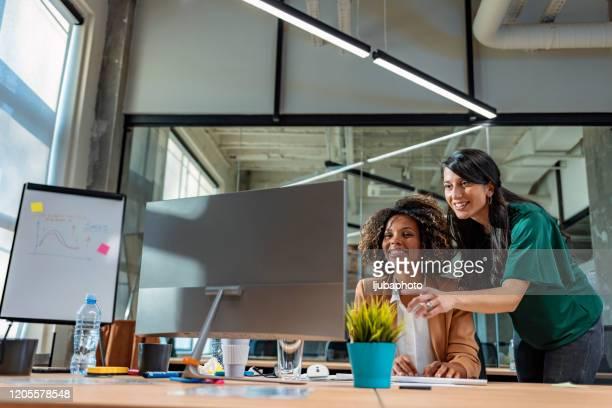 クライアントの問題をまとめて解決する - ウェブデザイナー ストックフォトと画像