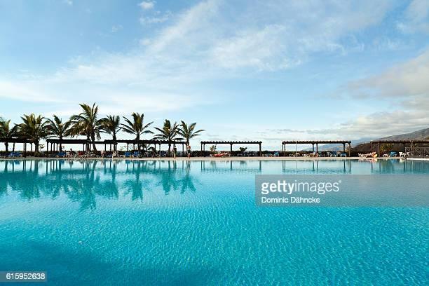 resort swimming pool in fuencaliente town (la palma. canary islands) - dähncke fotografías e imágenes de stock