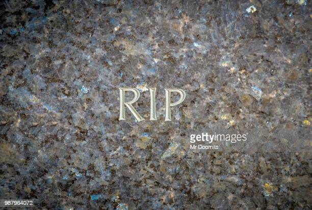 rest in peace gravestone - rest in peace stock pictures, royalty-free photos & images
