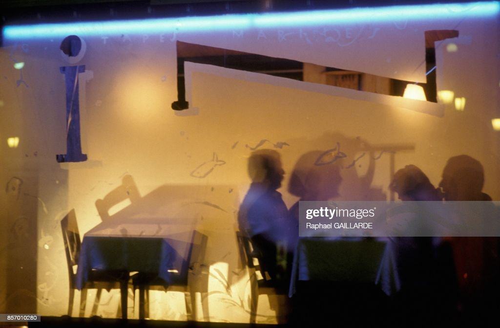 Restaurant du Port decore par Xavier Marical en octobre 1991 ...