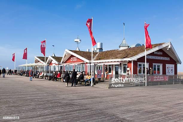 restaurant gosch in sankt peter-ording, deutschland - sankt peter ording stock-fotos und bilder