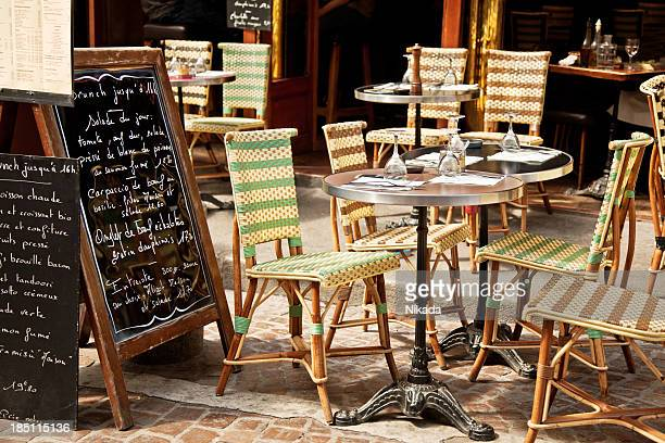 restaurant in paris - french culture stock pictures, royalty-free photos & images