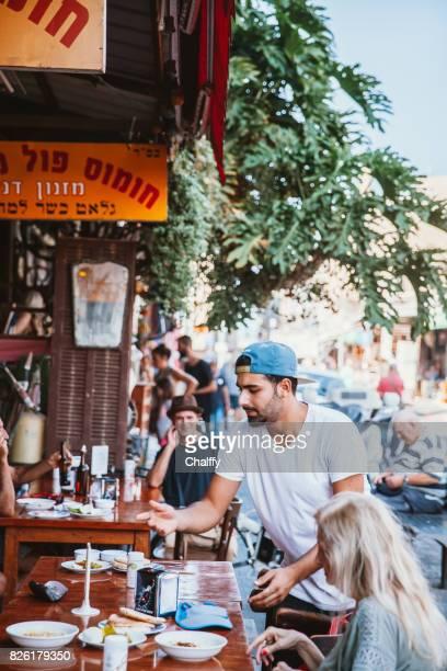 restaurante en tel aviv - israel fotografías e imágenes de stock