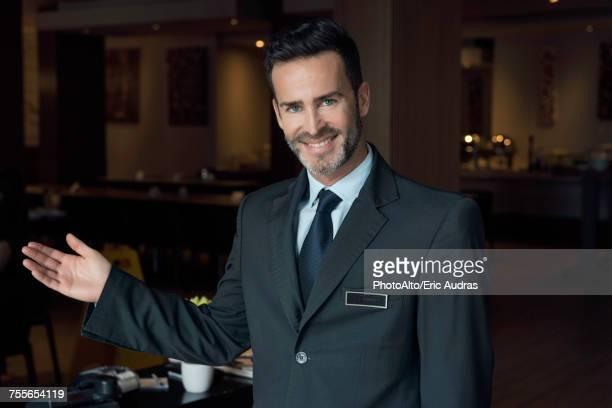 restaurant maitre d greeting customers - ホテルマン ストックフォトと画像