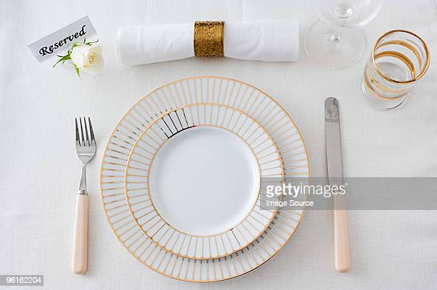 restaurant place setting - glas serviesgoed stockfoto's en -beelden