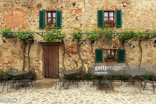 restaurant tables in italy - italy stock pictures, royalty-free photos & images