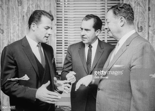 Restauranteur Toots Shor in football player Frank Gifford's apartment with Gifford and Richard M Nixon
