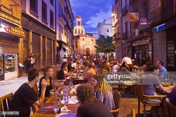 restaurants in rua mayor near san martin church - salamanca stock pictures, royalty-free photos & images