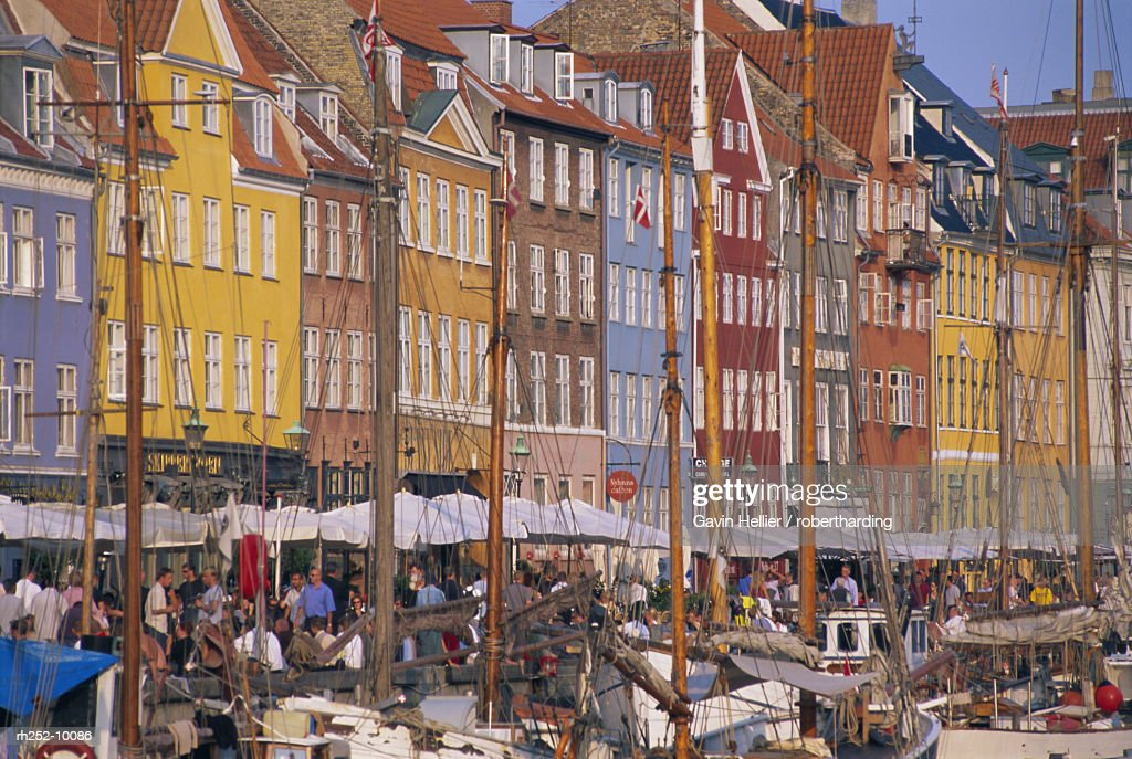 Restaurants in the Nyhavn waterfront area, Copenhagen, Denmark, Scandinavia, Europe : Foto de stock