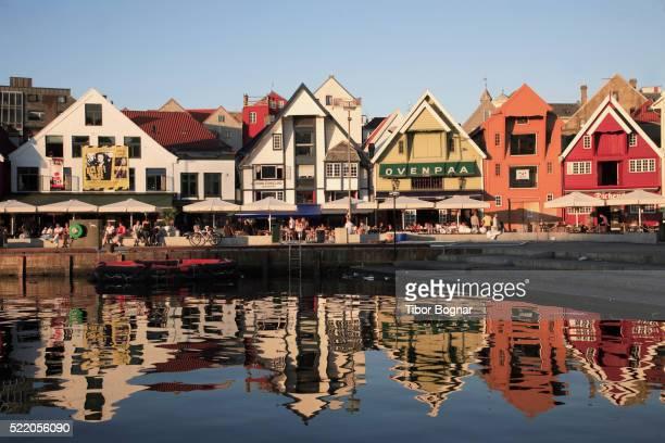 restaurants on harbor - スタバンゲル ストックフォトと画像