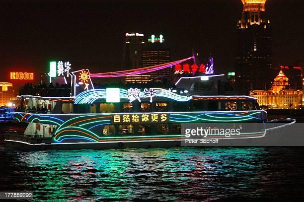 Restaurantschiff Fluss HuangPu Development Bank Bund Center Peace Hotel Stadtteil Puxi Shanghai China Asien Boot Schiff Nacht nachts Beleuchtung...