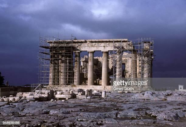 Restauration du temple du Parthénon sur l'Acropole d'Athènes en Grèce en mars 1989