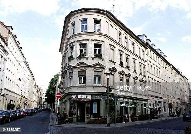 restaurierte Fassade am Eckhaus Sophienstrasse / Grosse Hamburger Strasse in den Haus befindet sich das Cafe Sophie Aussenansicht Juni 1999