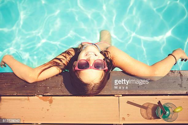 Descanse en la piscina