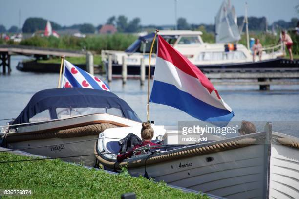 rust in de baot - friesland noord holland stockfoto's en -beelden