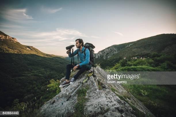一人で山で休憩