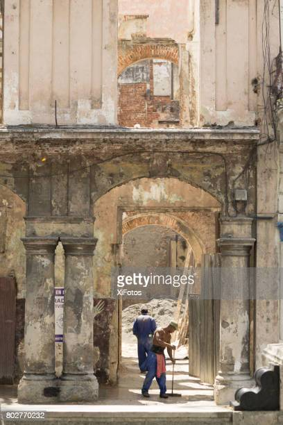 restoring old havana - deterioration stock photos and pictures
