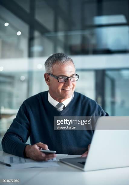 ergebnisse spiegeln nur durch harte arbeit - generaldirektor oberes management stock-fotos und bilder