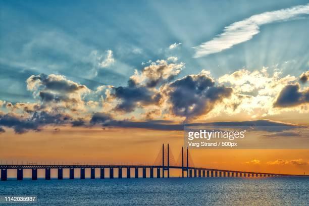 öresundsbron - connecting sweden & denmark - oresund region stock pictures, royalty-free photos & images