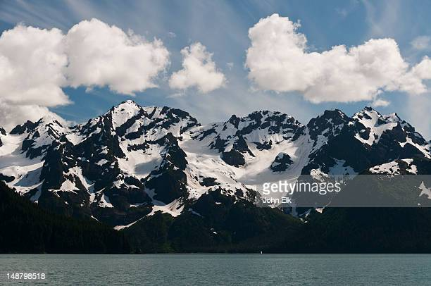 resurrection bay, mountain landscape. - golfo do alasca imagens e fotografias de stock
