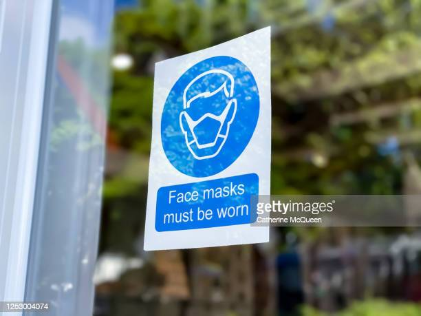 retail store covid-19 mandatory face mask sign - reopening stock pictures, royalty-free photos & images