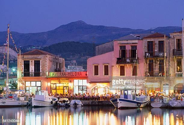 rethimnon port and town at dusk - creta fotografías e imágenes de stock