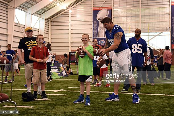 4022b242fd0 Retired football player David Diehl attends Nickelodeon and New York Giants  Kids  Choice Sports 2015