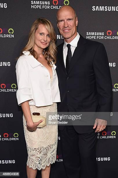 Retired NHL hockey player Mark Messier and Kim Messier attend the Samsung Hope for Children Gala 2015 at Hammerstein Ballroom on September 17, 2015...