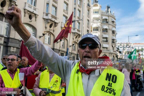 Retirees from all over Spain marching to the Congress of Deputies claiming minimum pensions of 1,080Û and their revaluation with IPC.