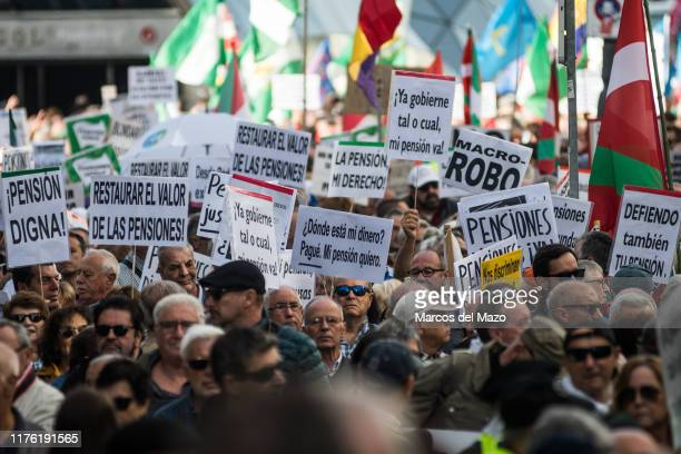 Retirees from all over Spain marching to the Congress of Deputies claiming minimum pensions of 1080Û and their revaluation with IPC