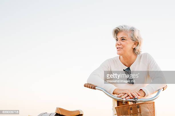 retirement and travel - 60 69 years stock pictures, royalty-free photos & images