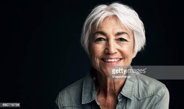 retirement has its many perks - só uma mulher idosa imagens e fotografias de stock