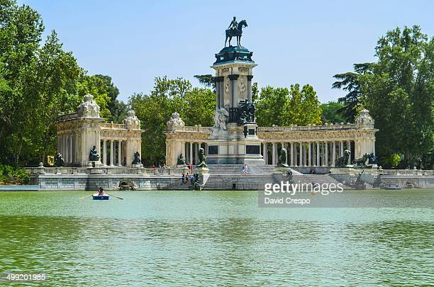 CONTENT] Retiro Park's pond Retiro Park is the biggest park in Madrid city similar to Hyde Park in London or Central Park in New York