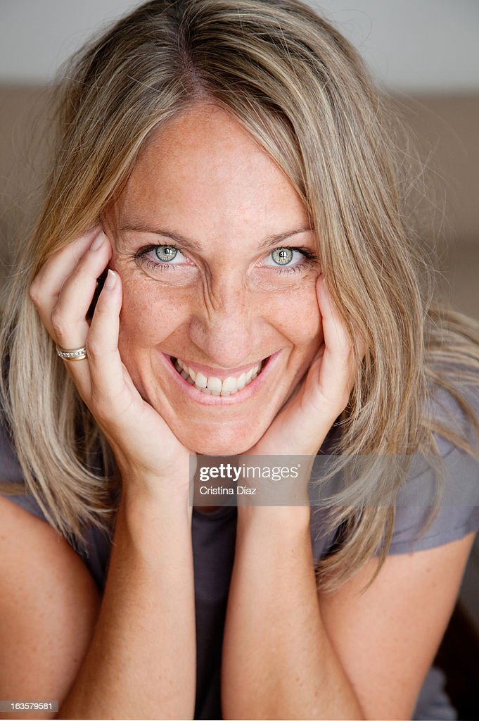 Retrato de mujer sonriendo : Stock-Foto