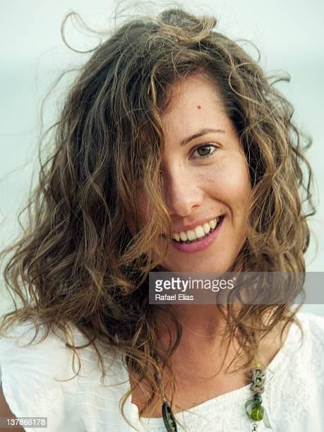 Retrato de una joven feliz