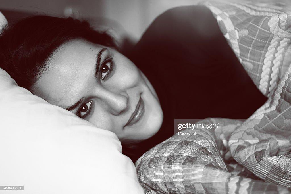 Retrato en blanco y negro de una mujer : Stock-Foto