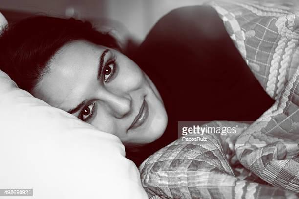 retrato en blanco y negro de una mujer - blanco y negro ストックフォトと画像