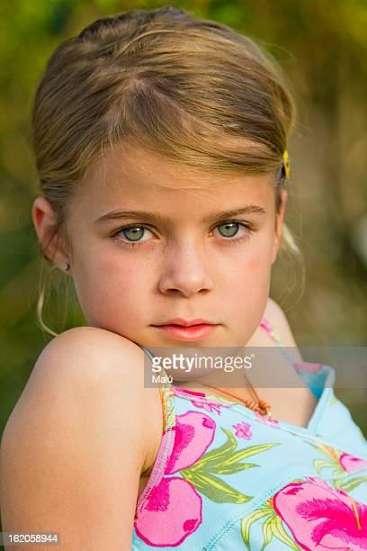 Retrato niña rubia 8 años