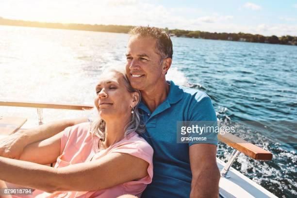 リラックスした退職のため湖に後退 - retreating ストックフォトと画像