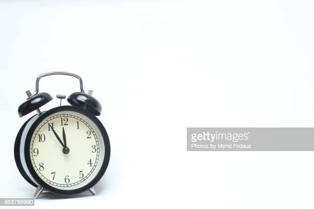 retro alarm clock isolated on white background. - countdown clock stock-fotos und bilder