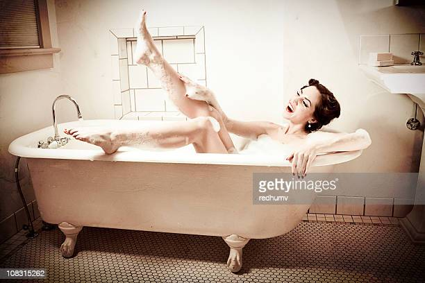 Retro Bathtub Pinup Kiss