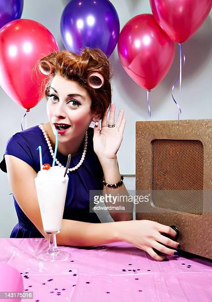 retro birthday listening to music - happy birthday vintage stockfoto's en -beelden
